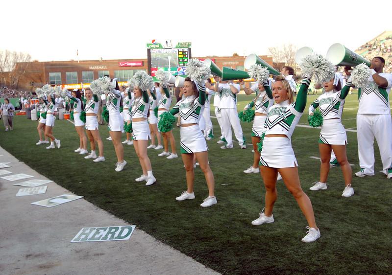 cheerleaders2134.jpg