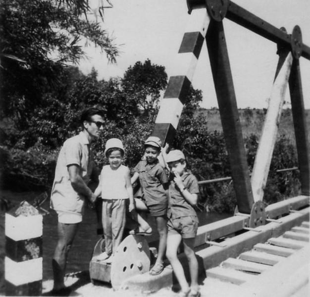 1966-Diamang   Fernando Figueiredo e filhos :Palmira, Álvaro e Chico
