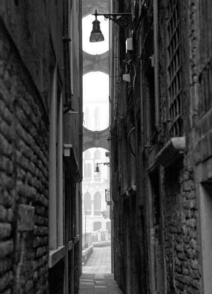 narrow1bw.jpg