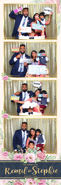 Alsolutely Fabulous Photo Booth 041257.jpg