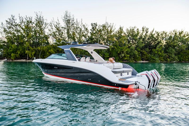 2020-SLX-R-400-e-Outboard-lifestyle-21.jpg