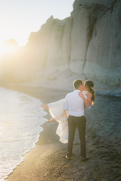 photo-shoot-santorini-greece-trash-the-dress-post-wedding-Anna-Sulte-3.jpg