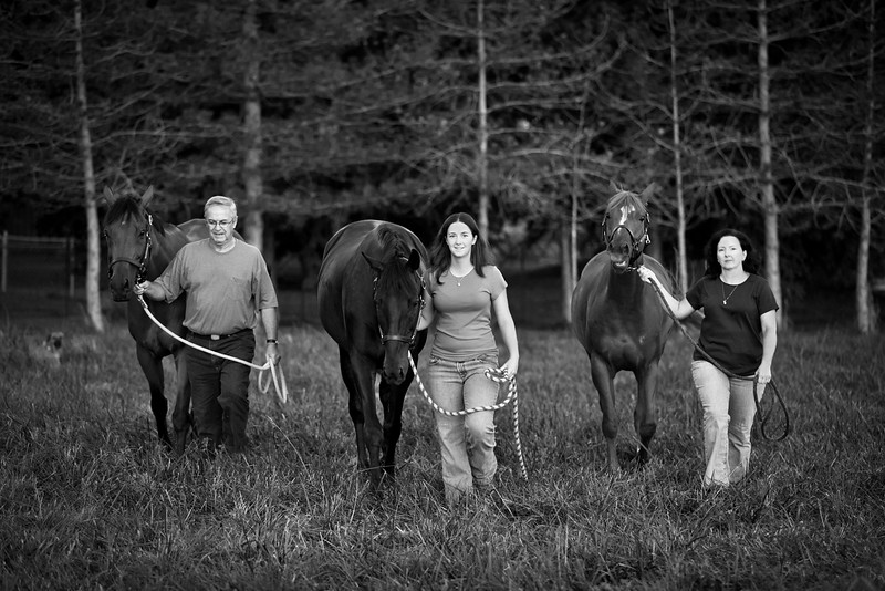 web-Beaver-Family-Portrait-Fulton-MO-Photographer-Outdoor-Horse-5.jpg