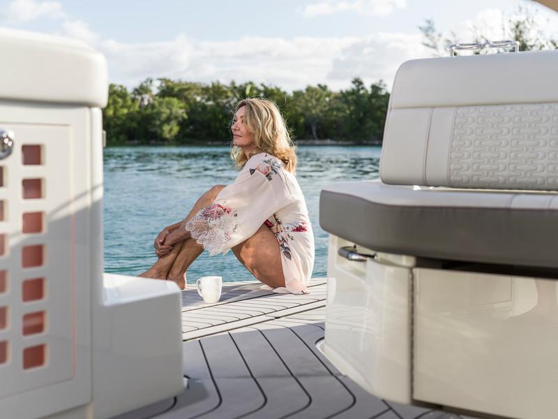 2020-SLX-R-400-e-Outboard-lifestyle-16.jpg