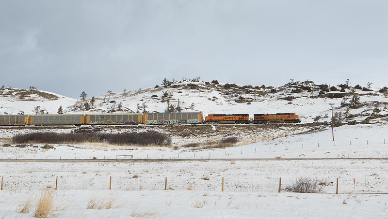 5259 on empty vehicle train on the east slope.