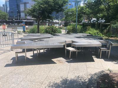 Tafels en stoelen als 1 geheel