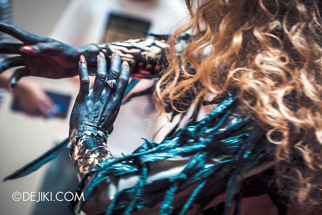 Universal Studios Singapore - Halloween Horror Nights 6 Before Dark Day Photo Report 2 - Augusta at Roadshow 2 / hands