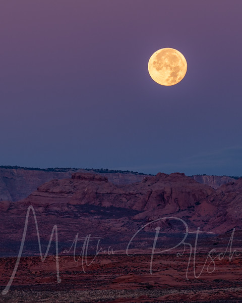 Moon setting at the horse shoe bend, Page, Arizona