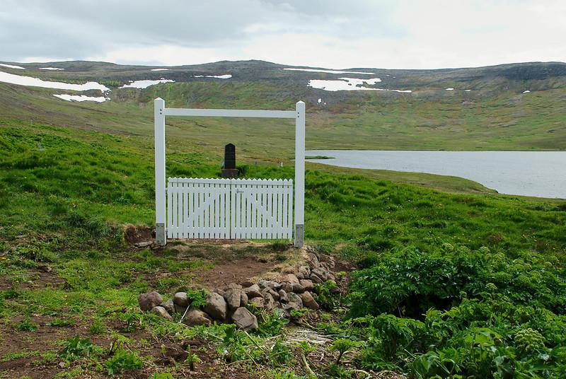 Nýja sáluhliðið í kirkjugarðinn.