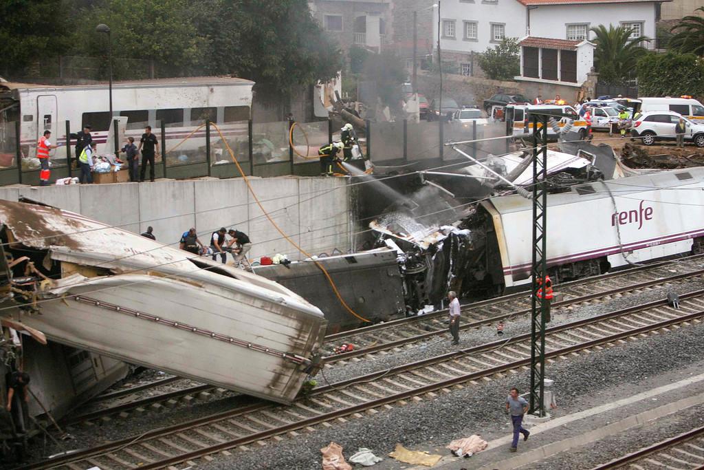 . Emergency personnel respond to the scene of a train derailment in Santiago de Compostela, Spain, Wednesday, July 24, 2013. (AP Photo/ El correo Gallego/Antonio Hernandez)