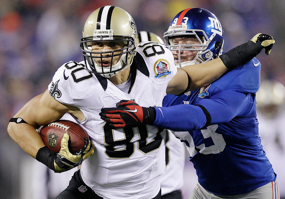 . New Orleans Saints tight end Jimmy Graham (80) evades a tackle by New York Giants middle linebacker Chase Blackburn (93) during the second half of an NFL football game, Sunday, Dec. 9, 2012, in East Rutherford, N.J. (AP Photo/Kathy Willens)