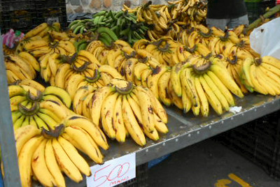 """July 26, 2014 - This """"Hand•Mono"""" of bananas was JUST 500-colones - not even $1 as of this day!!!  Bananas are one item that does not seem to keep going up in price!!!"""