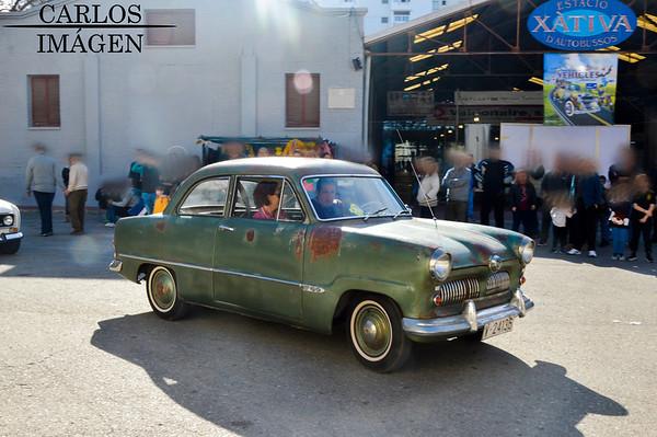 Concentración de coches clásicos en Játiva
