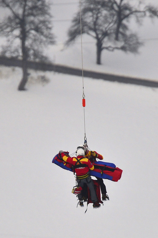 . USA Lindsey Vonn is transported by a helicopter after a fall during the women\'s Super-G event of the 2013 Ski World Championships in Schladming, Austria on February 5, 2013.  FABRICE COFFRINI/AFP/Getty Images