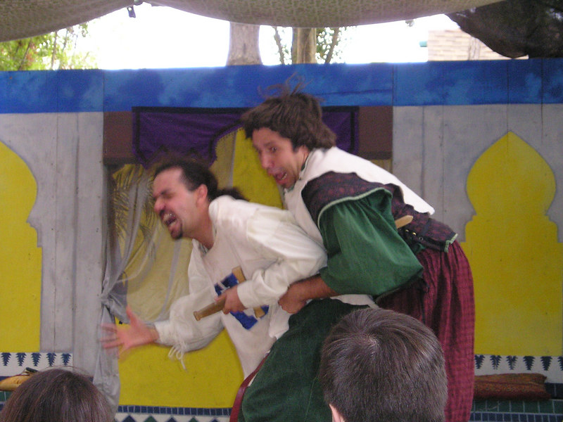 Renaissance Pleasure Faire, Hollister 2006: Marlowe's Shadow does 5 Shakespeare plays in 20 minutes: Hamlet and Laertes (or someone)--um--wrestle?