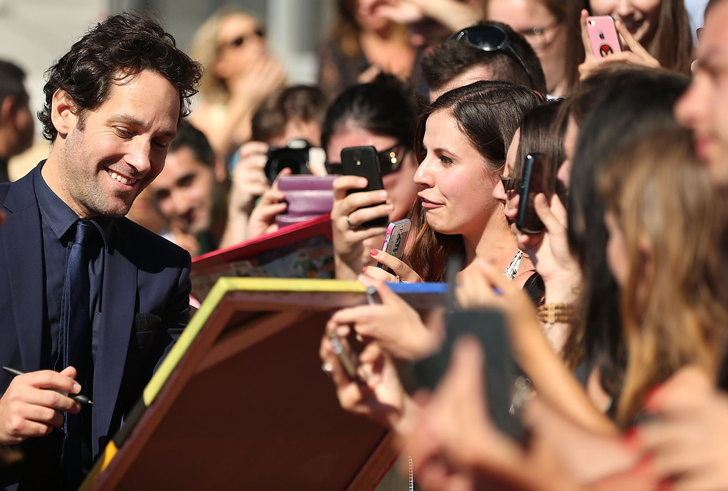 ". Paul Rudd interacts with fans at the ""Anchorman 2: The Legend Continues\"" Australian premiere on November 24, 2013 in Sydney, Australia.  (Photo by Mark Metcalfe/Getty Images for Paramount Pictures International)"