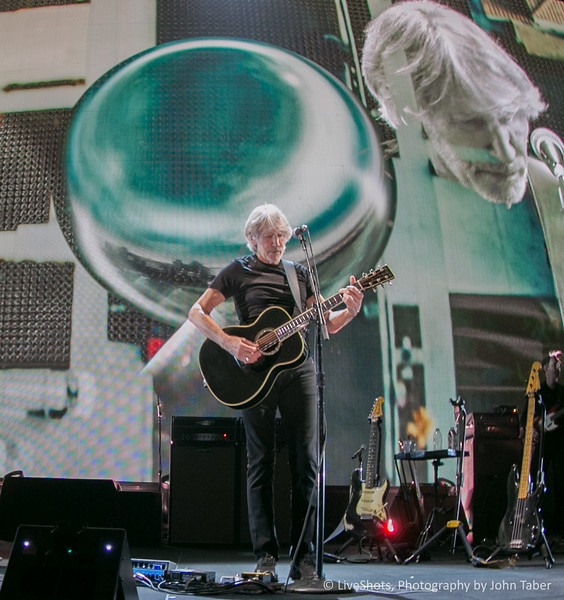 Roger Waters Us & Them Tour