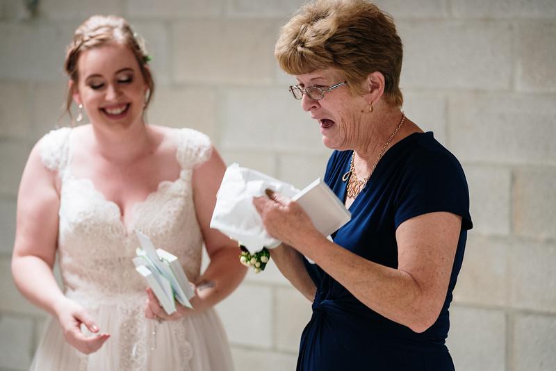 rustic_ohio__fall_barn_wedding-168.jpg