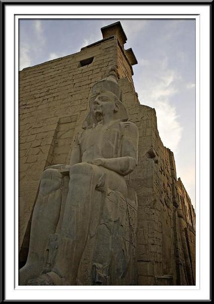 luxor-statues (55687637).jpg