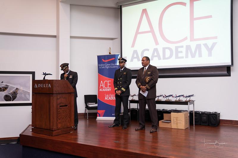 ACE_Graduation2018_sig-12.jpg