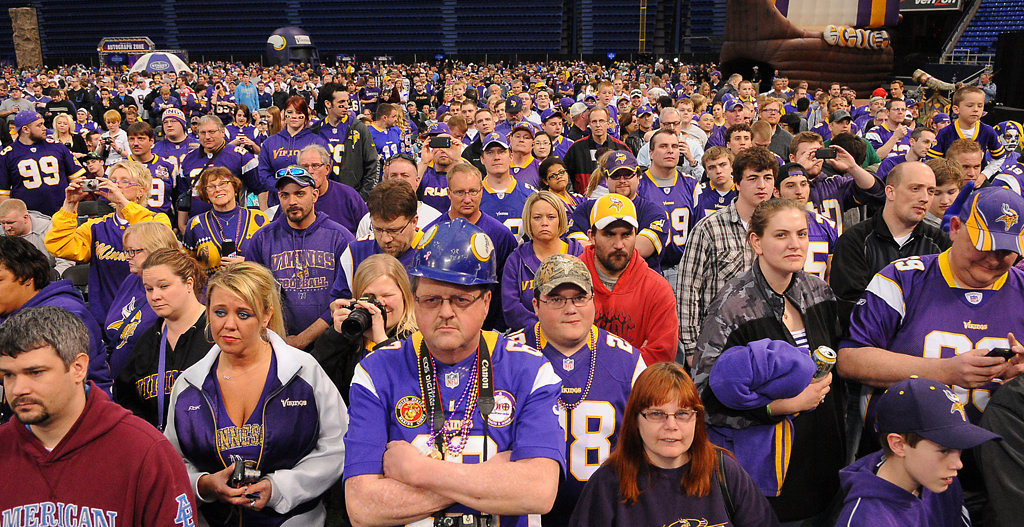 . Thousands of Vikings fans attend the Vikings Draft Party at the Metrodome. (Pioneer Press: John Autey)
