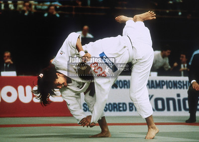 1989 Belgrade Worlds 891014A10: Gabriele Ritschel of Germany throws Marjolein Van Dommalen of Holland for ippon with uchimata....