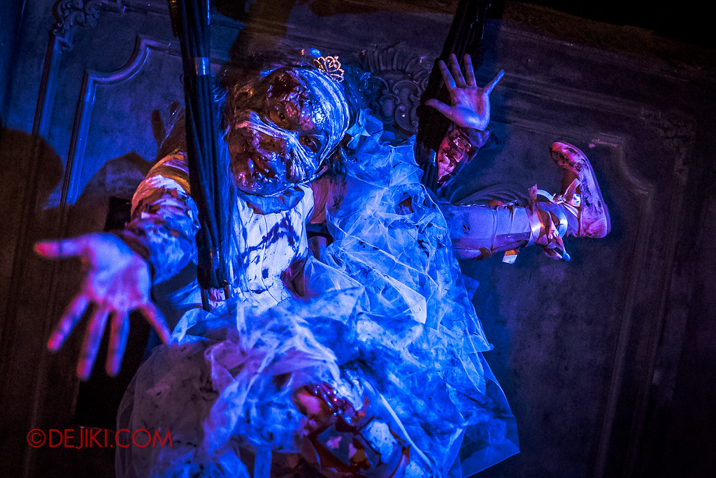Halloween Horror Nights 6 - Bodies of Work / Ballerina hanging