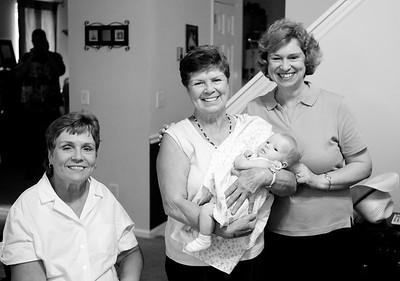 060609 - Lorraine, Linda & Kenny Arrive