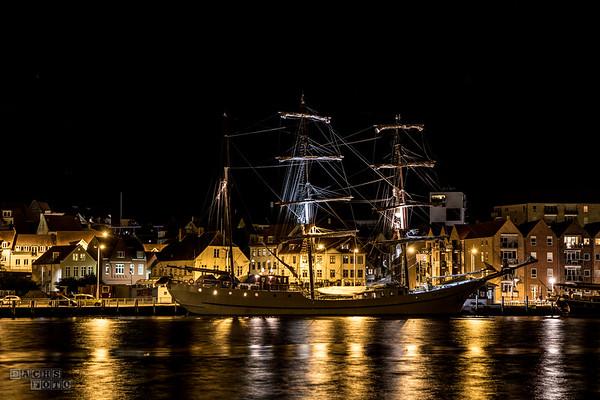 Havnen ved midnatstide