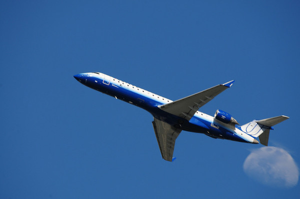 Plane spotting at Dulles International Airport - New Photos Added!