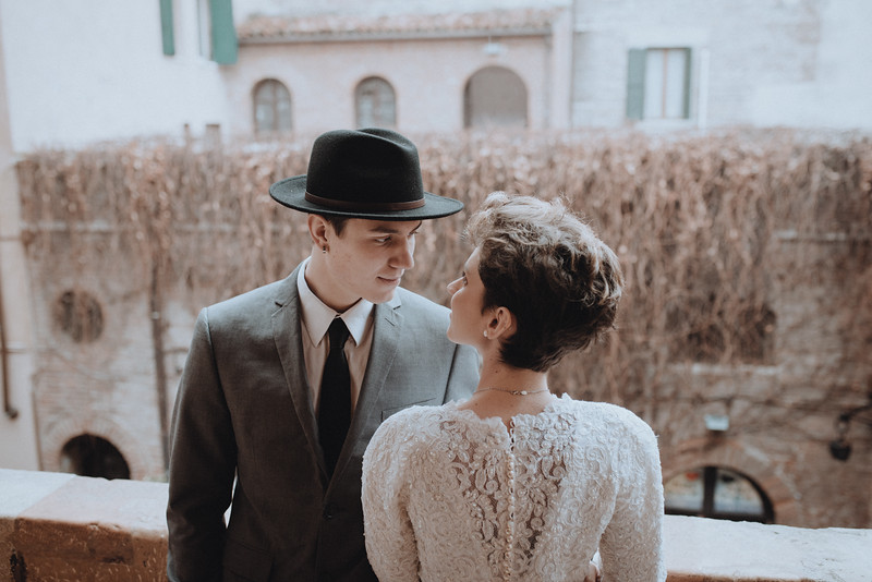 Tu-Nguyen-Wedding-Photographer-Hochzeitsfotograf-Verona-Italy-Winery-Oldtown-Arena-Juliet-Balcony-34.jpg