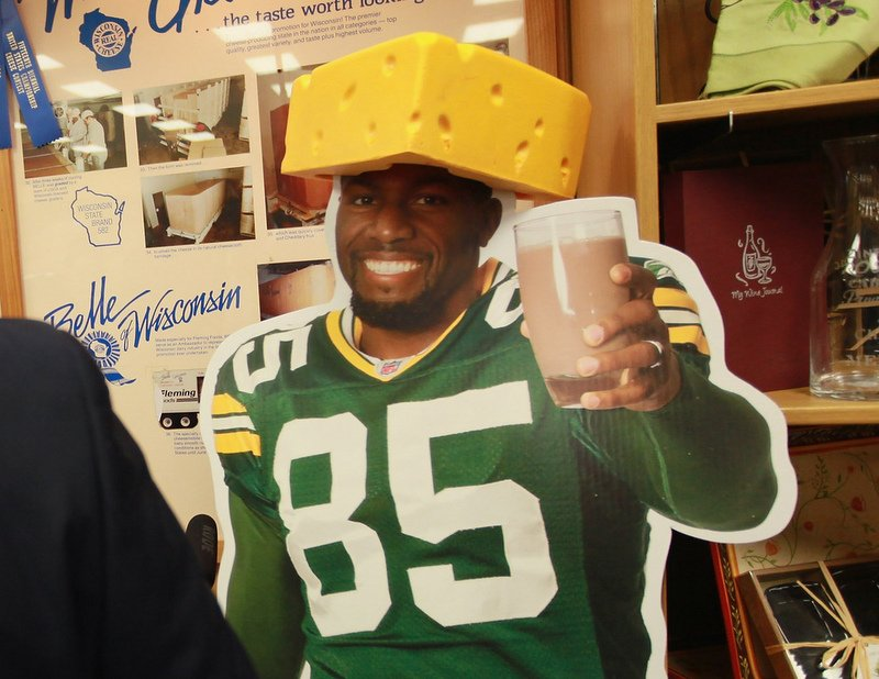 . <p><b> Vikings at Packers (-5):</b> <p>Former Packer Greg Jennings says he has no plans to do a Lambeau leap if he scores a touchdown in his first visit to Green Bay as a Viking. Of course, he�s probably more likely to fly out of the stadium, cure cancer or give birth than he is to score a touchdown. <p>Pick: <b>Packers by 6</b> <p>    (Scott Olson/Getty Images)