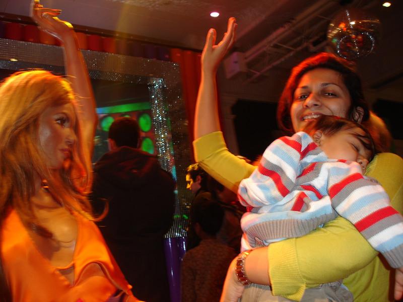 swati and kids in London 2008 174.JPG