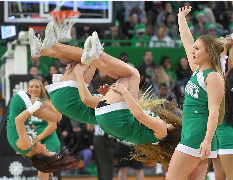 cheerleaders4683.jpg