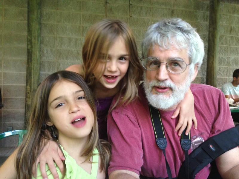 Papa the kids at the Fort Wayne Zoo.