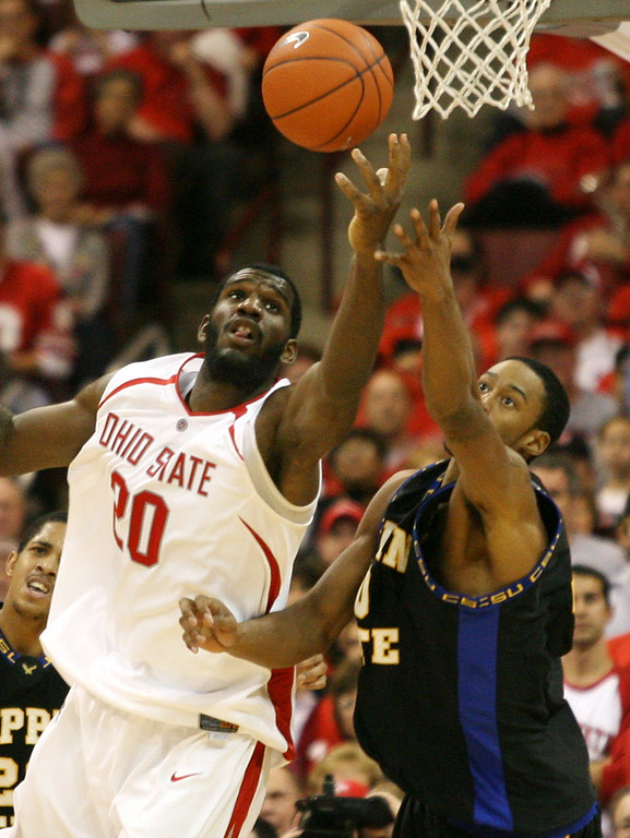 . Ohio State\'s Greg Oden, left, battles Coppin State\'s Robert Pressey, right, for a rebound during the second half of a basketball game Saturday, Dec 30, 2006, in  Columbus, Ohio. (AP Photo/Terry Gilliam)