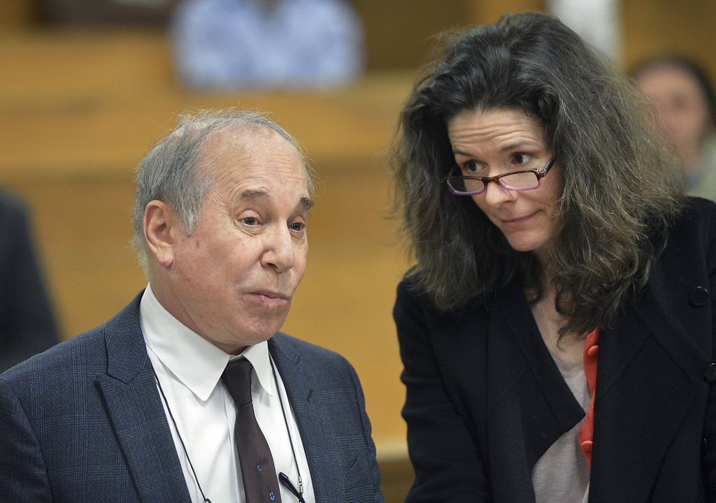 """. <p><b> Paul Simon and wife Edie Brickell were arrested Saturday night after a domestic dispute at their Connecticut home. According to a statement from their lawyer, the fight was started by � </b> <p> A. Edie <p> B. Paul <p> C. Artie <p><b><a href=\'http://www.twincities.com/nation/ci_25652250/paul-simon-edie-brickell-arrested-connecticut\' target=\""""_blank\""""> LINK </a></b> <p>    (AP Photo/The Hour, Alex von Kleydorff, Pool)"""
