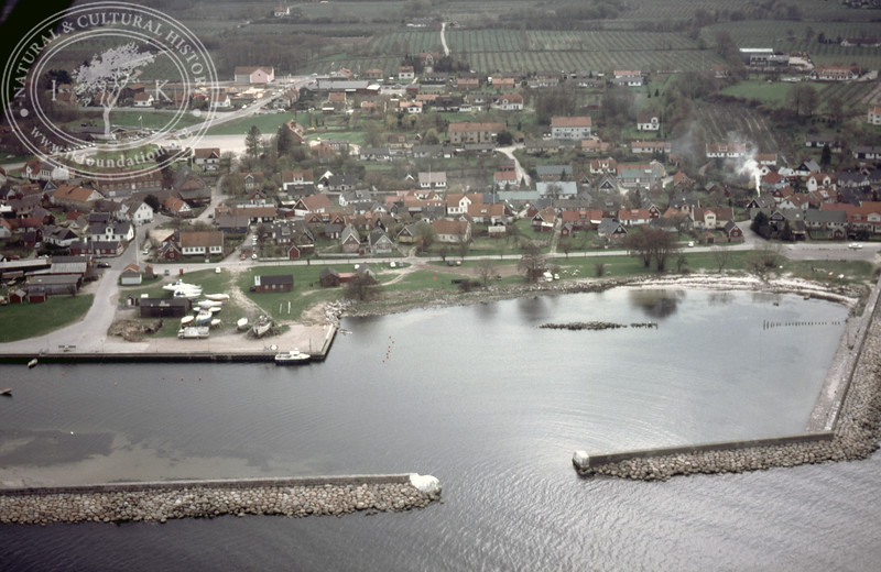 Kivik Harbour, entrance (1986). | LH.0088