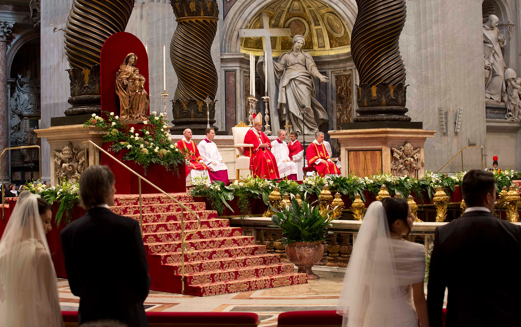 . Newly married couples attend a wedding ceremony led by Pope Francis  in St. Peter\'s Basilica at the Vatican, Sunday, Sept. 14, 2014.  (AP Photo/Alessandra Tarantino)