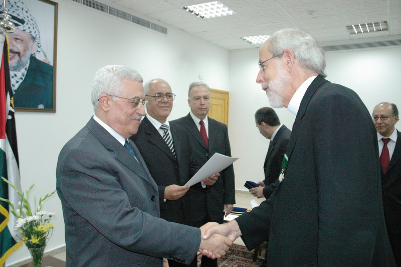 "Palestinian Authority President Mahmoud Abbas, left, shakes the hand of ELCA Presiding Bishop and LWF President Mark Hanson after presenting Hanson the ""Bethlehem 2000"" medal in recognition of  his work for peace, justice and reconciliation, for promoting interfaith relations and for his efforts on behalf of the Palestinian people.  Abbas made the presentation Sept. 3 during a meeting with LWF leaders in Gaza City."