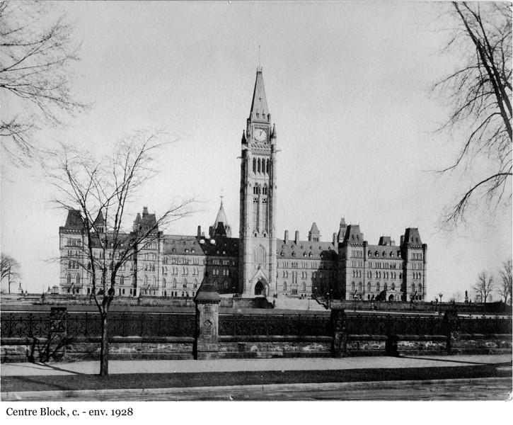 Centre Block - L'édifice du Centre, c. - env. 1924