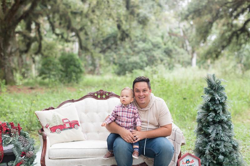 Holiday Minis- Acosta Family-12.jpg