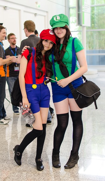 Cosplaying girls @ Gamescom 2012