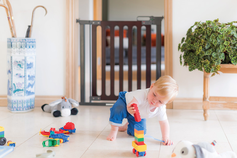 Fred_Stairgates_Pressure_Wooden_Gate_Lifestyle_landscape_boy_playing.jpg