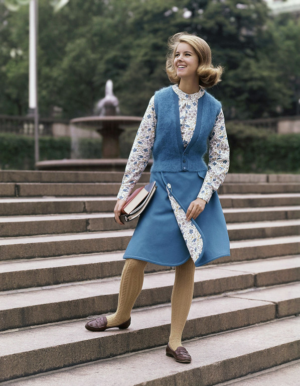 . Blue multicolored shirt, yellow socks, loafers fashion dress college in 1963. (AP Photo)