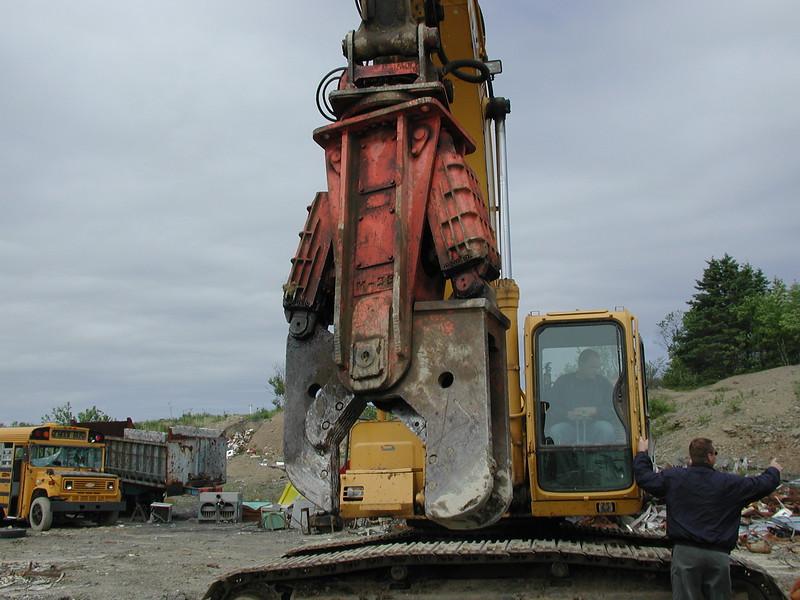 NPK M28K material processor on Cat excavator - scrap recycling (2).JPG