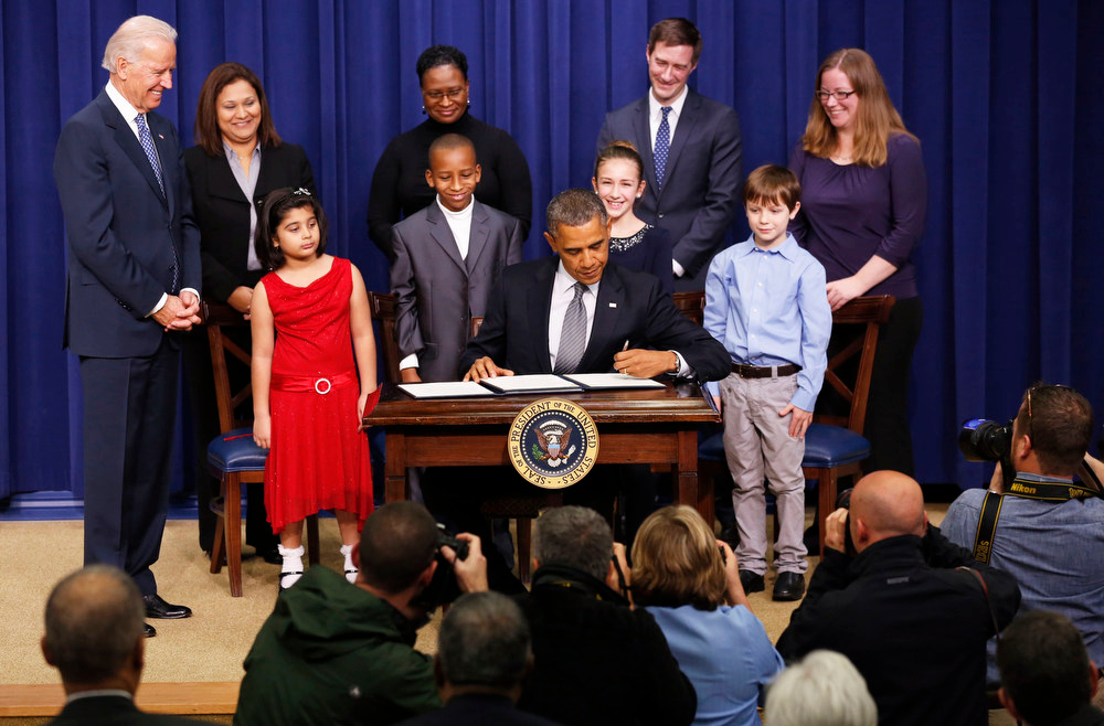 . U.S. President Barack Obama (centre) unveils a series of proposals to counter gun violence during an event at the White House in Washington January 16, 2013. Vice President Joe Biden delivered his recommendations to Obama after holding a series of meetings with representatives from the weapons and entertainment industries as requested by the president after the December 14 school shooting in Newtown, Connecticut, in which 20 children and six adults were killed. REUTERS/Kevin Lamarque