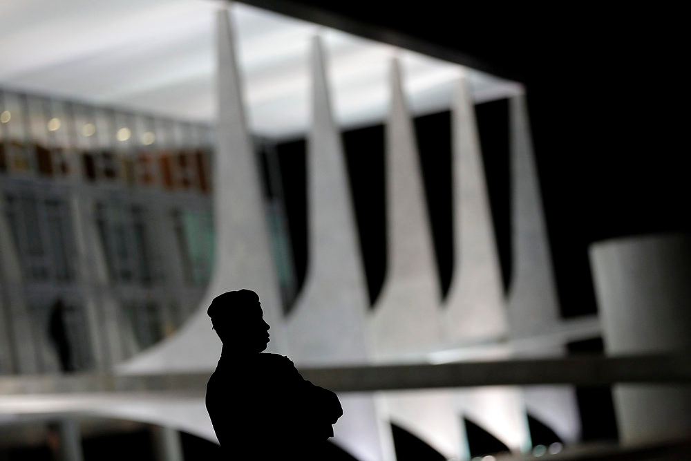 . A security official stands near the Planalto Palace, designed by Brazilian architect Oscar Niemeyer, in Brasilia December 5, 2012. Niemeyer, a towering patriarch of modern architecture who shaped the look of modern Brazil and whose inventive, curved designs left their mark on cities worldwide, died late on Wednesday. He was 104. Niemeyer had been battling kidney ailments and pneumonia for nearly a month in a Rio de Janeiro hospital. His death was confirmed by a hospital spokesperson. REUTERS/Ueslei Marcelino