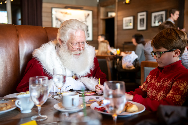 Avalon_BreakfastWithSanta_2019_9618.jpg