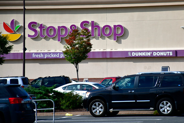 10/9/2018 Mike Orazzi | Staff Stop & Shop on Farmington Avenue